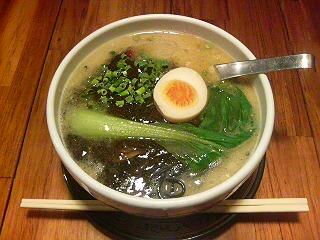 やっくう@高座渋谷で竹炭担々麺